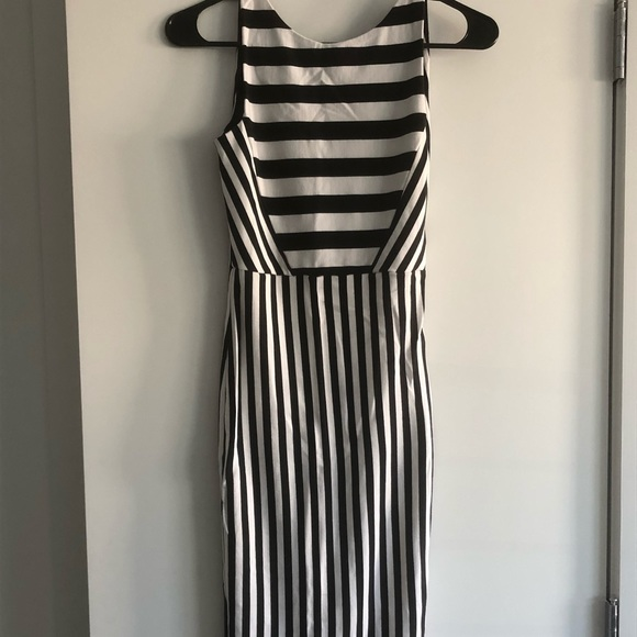 Zara Dresses & Skirts - Zara Bodycon Striped Midi Dress